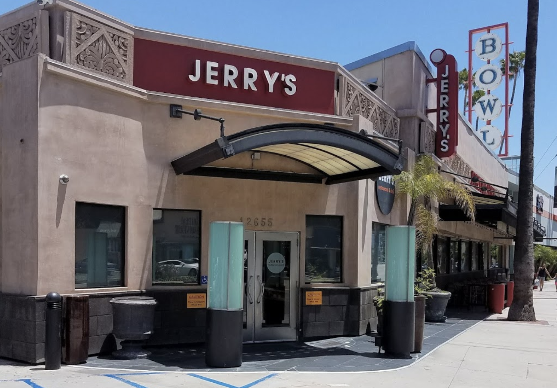 Jerry's Famous Deli Studio City Closing